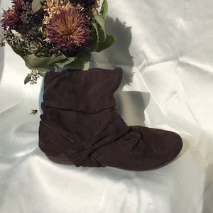Report Shoes - Report suede slouchy ankle boot {brown}